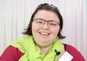 Image à la une de Portrait décalé de Justine, stagiaire à l'E2C, par Mon CV Vidéo